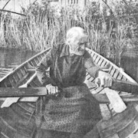 Nunziatina Ricciotti sulla sua barca a remi