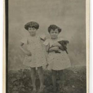 Neves Zini,da bimba con la sorella