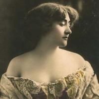 Valentine de Saint-Point, fotografia colorata a mano, primo decennio XX secolo