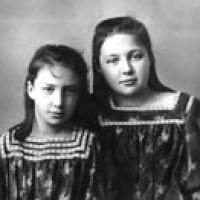 Anastasija Cvetaeva e Marina Cvetaeva, 1905, Crimea, Yalta
