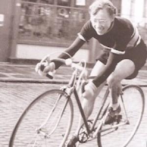 Isabel durante la corsa del suo primo record, 1953