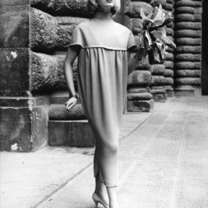 Germana Marucelli, abito da giorno Linea Pannocchia, primavera/estate 1957. © Fotografia J. Dworkine. Archivio Germana Marucelli
