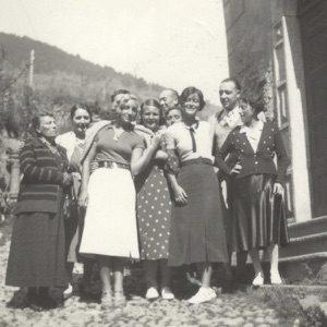 Luisa Usellini Villani con amici