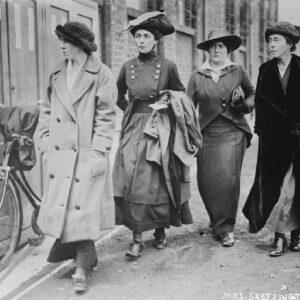 Hanna Sheehy-Skeffington (a destra) subito dopo il rilascio dalla prigione di Holloway )Photo: Library of Congress Prints and Photographs Division Washington, D.C. 20540 USA)