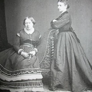 Carolina e la sua allieva Anna Regan, 1865 ca.