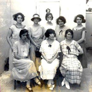 Elisa Chimenti con alcune colleghe alla Scuola Italiana