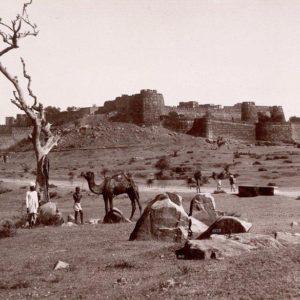 Il forte di Jhansi fotografato da Denn Dayal, 1882 (British Library)